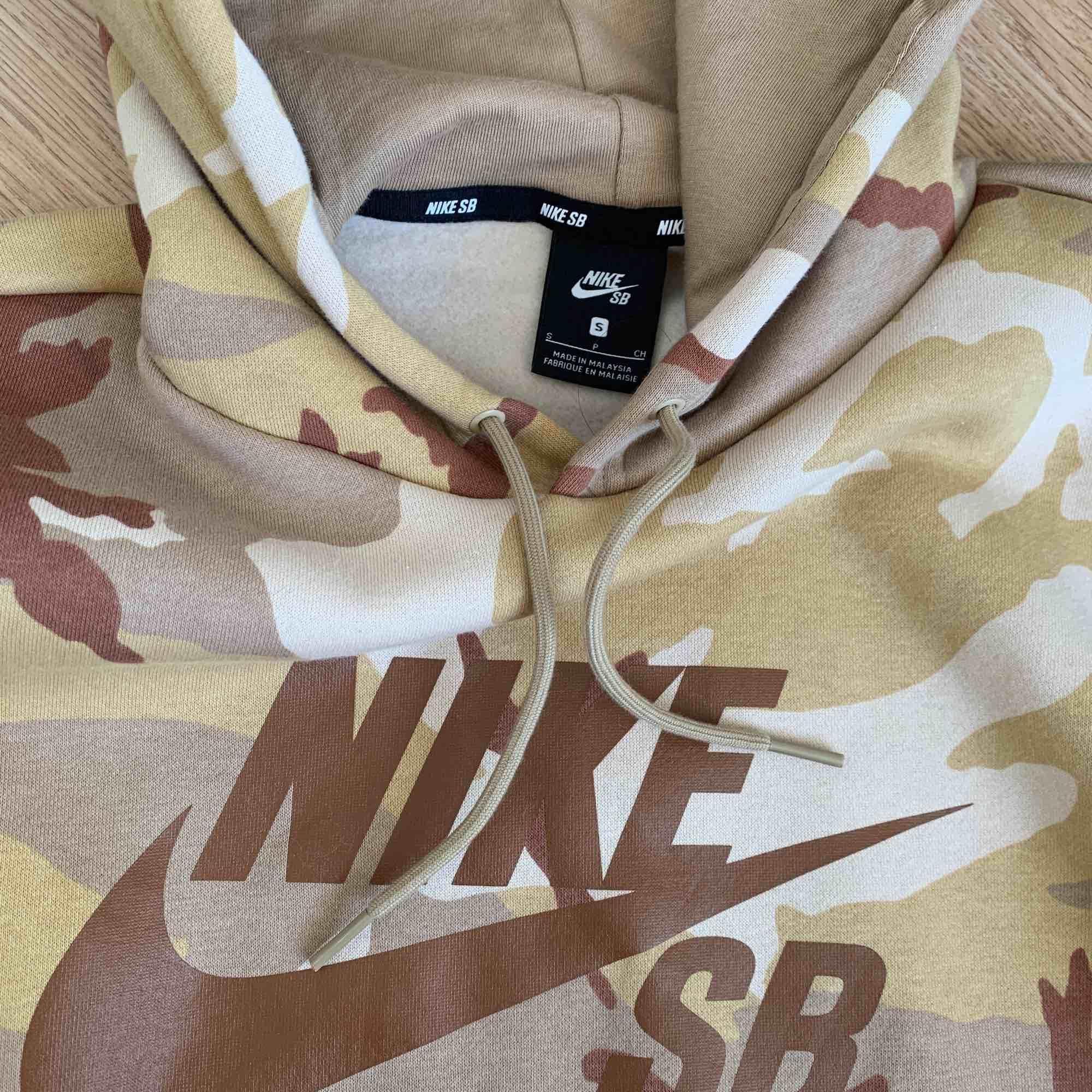 Nike sb hoodie knappt använd. Huvtröjor & Träningströjor.