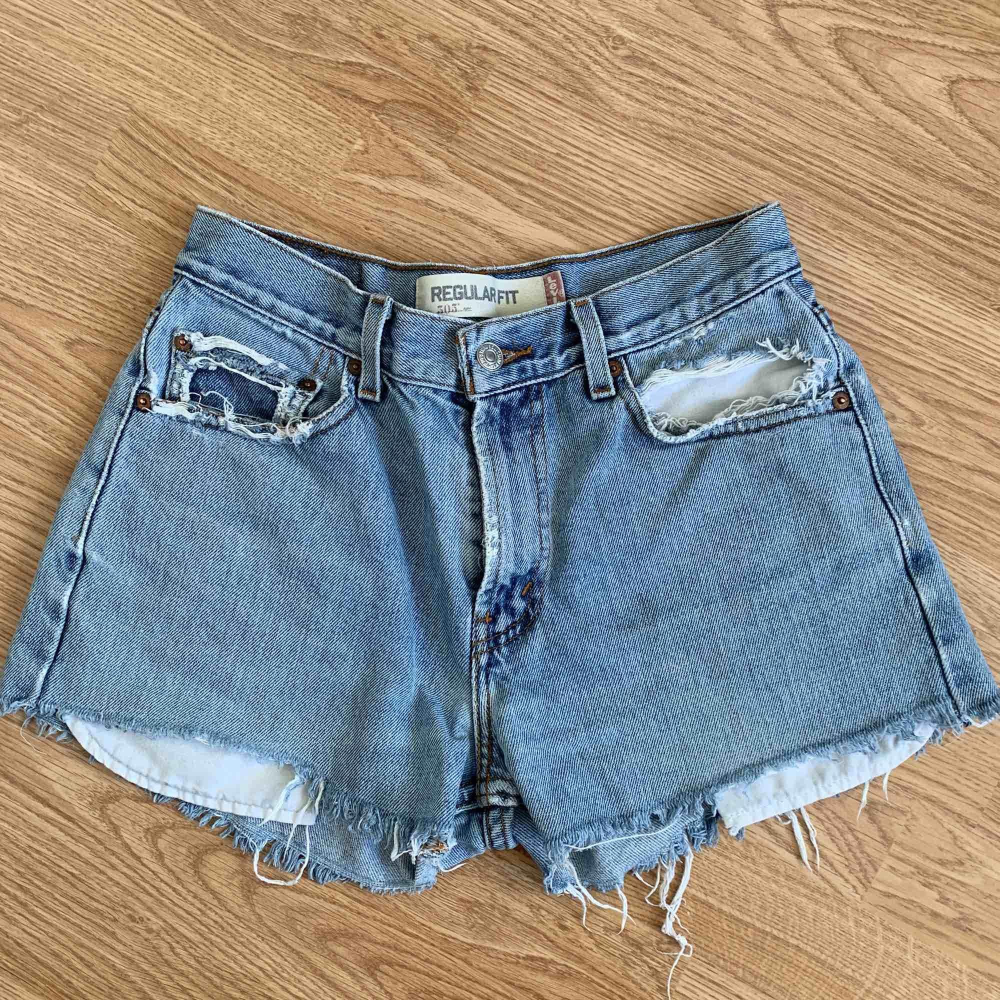 Levis shorts sitter jätte bra! Passar som en s/m. Shorts.