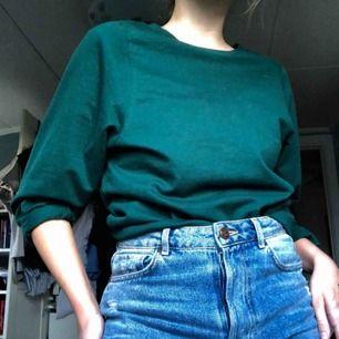 Superfin tröja! Färgen är lite klarare grön än va bilden visar men fortf jättefin 🌸