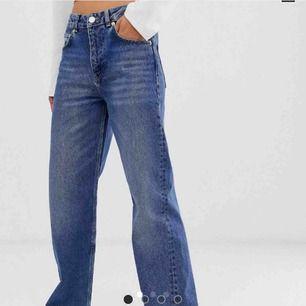 Snygga raka jeans från asos. Köpta här på plick men säljer då de inte är rätt storlek. Skriv gärna om ni har frågor:)) Frakten är inräknad i priset!