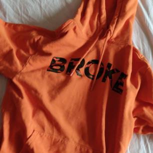 En dope orange hoodie från hm 🔥 köparen betalar för frakt❤️