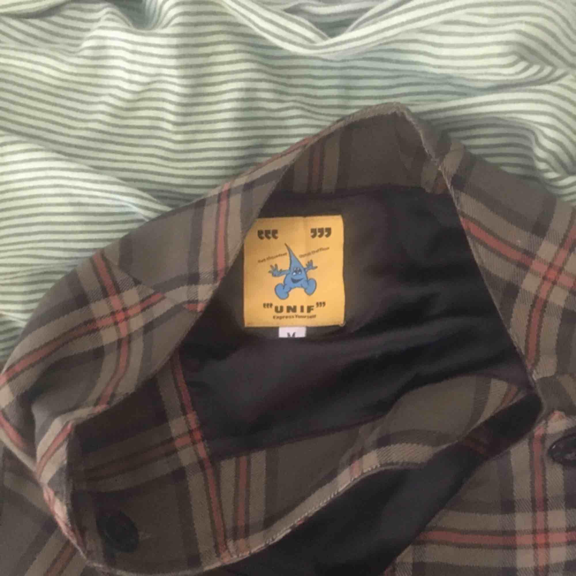 Unit Kjol Inga märken  Säljs för att flickvännen ej tyckte den var skön. Kjolar.