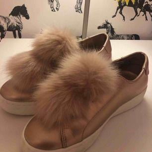Jätte fina skor ifrån Steve Madde, bara använda en gång!!! Finns inte att köpa länge, nypris 1500 säljes för 300kr +frakt