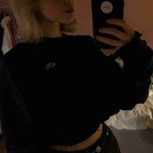 Avklippt nike sb crewneck! fin med högmidjade jeans :-) Storlek S. Jag kan mötas upp i stockholm eller så kan jag frakta (kostnad tillkommer) 💞