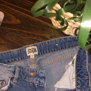 Säljer dessa as snygga och trendiga jeans från Twist&Tango! Nypris är 1000kr och säljs inte längre.