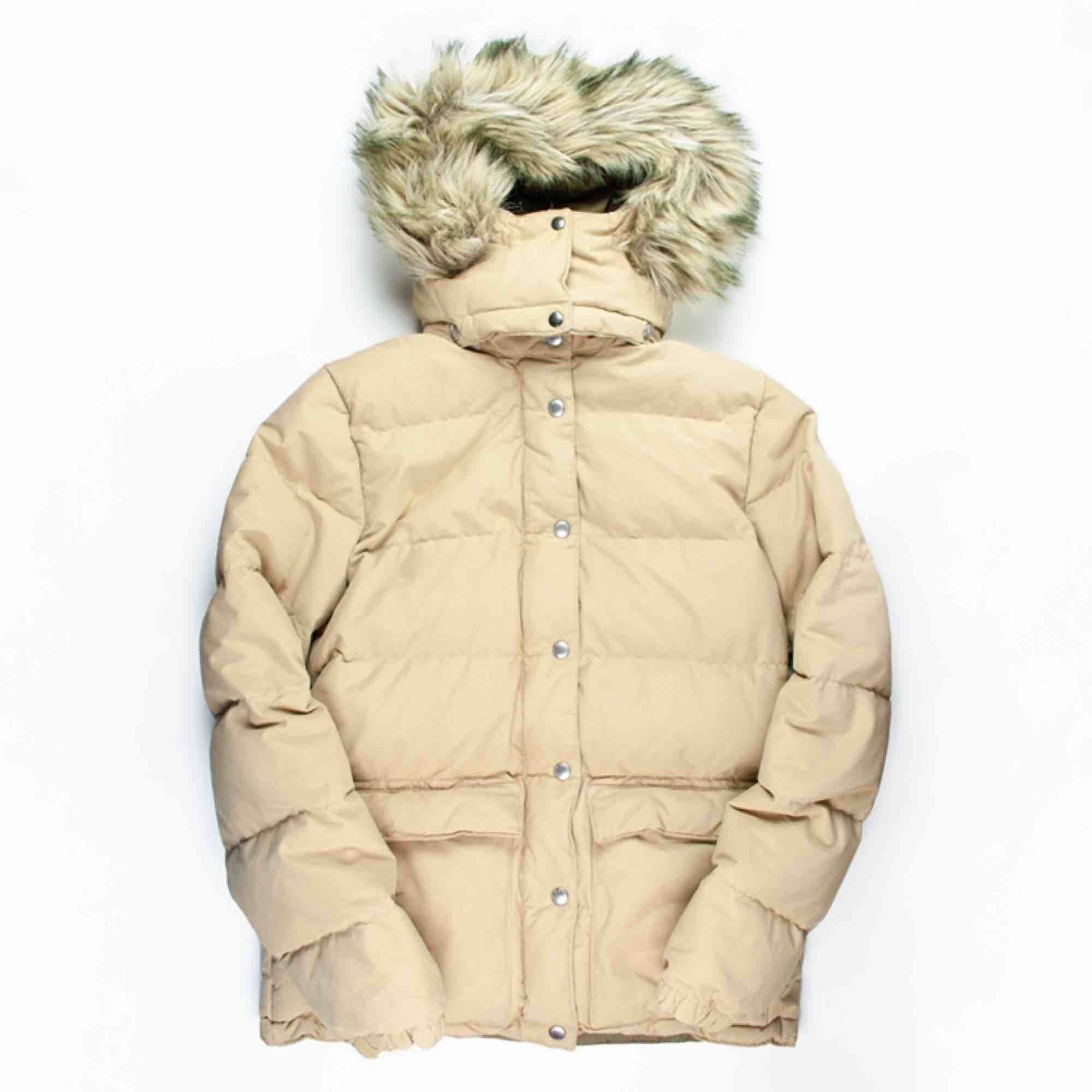 Retro Ralph Lauren Denim & Supply down puffer jacket in beige SIZE Label: S/P, fits best XS-S Model: 161/S Measurements (flat): length: 68 pit to pit: 51 sleeve inseam: 48 Free shipping! Read the full description at our website majorunit.com No returns . Jackor.