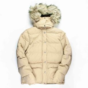 Retro Ralph Lauren Denim & Supply down puffer jacket in beige SIZE Label: S/P, fits best XS-S Model: 161/S Measurements (flat): length: 68 pit to pit: 51 sleeve inseam: 48 Free shipping! Read the full description at our website majorunit.com No returns