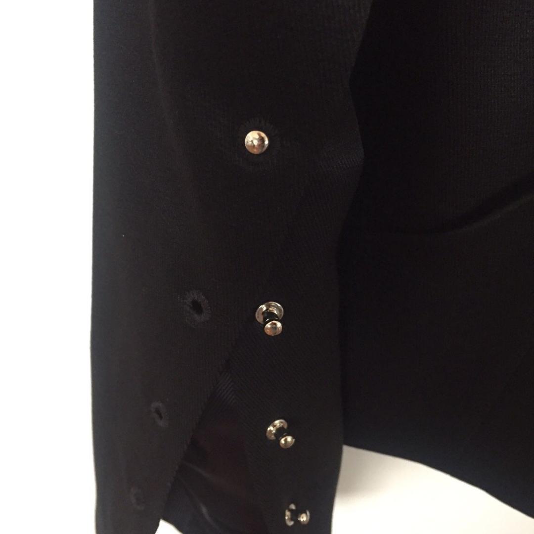 En så fin och unik kavaj från Lindex extended collection med silverdetaljer. Lite croppad modell, så snygg passform! Nypris 799 kr. 💘. Kostymer.
