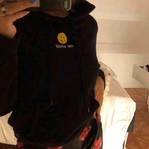 """Säljer denna coola hoodie med text """"no chill"""""""