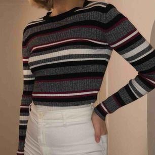 Snygg och mysig stickad tröja från H&M, kan mötas upp i Linköping eller frakta (fraktkostnad tillkommer)🖤🖤🖤