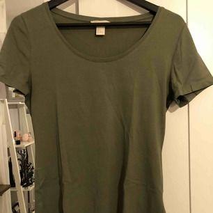 Khakigrön T-shirt