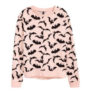 Rosa fladdermus tröja från h&m divided. Frakt tillkommer 35kr.