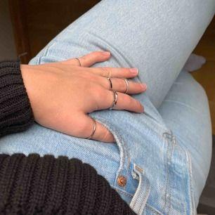 15kr styck för dess ursnygga ringar! Köparen står för frakten! Kan bli billigare om man köper fler än en.