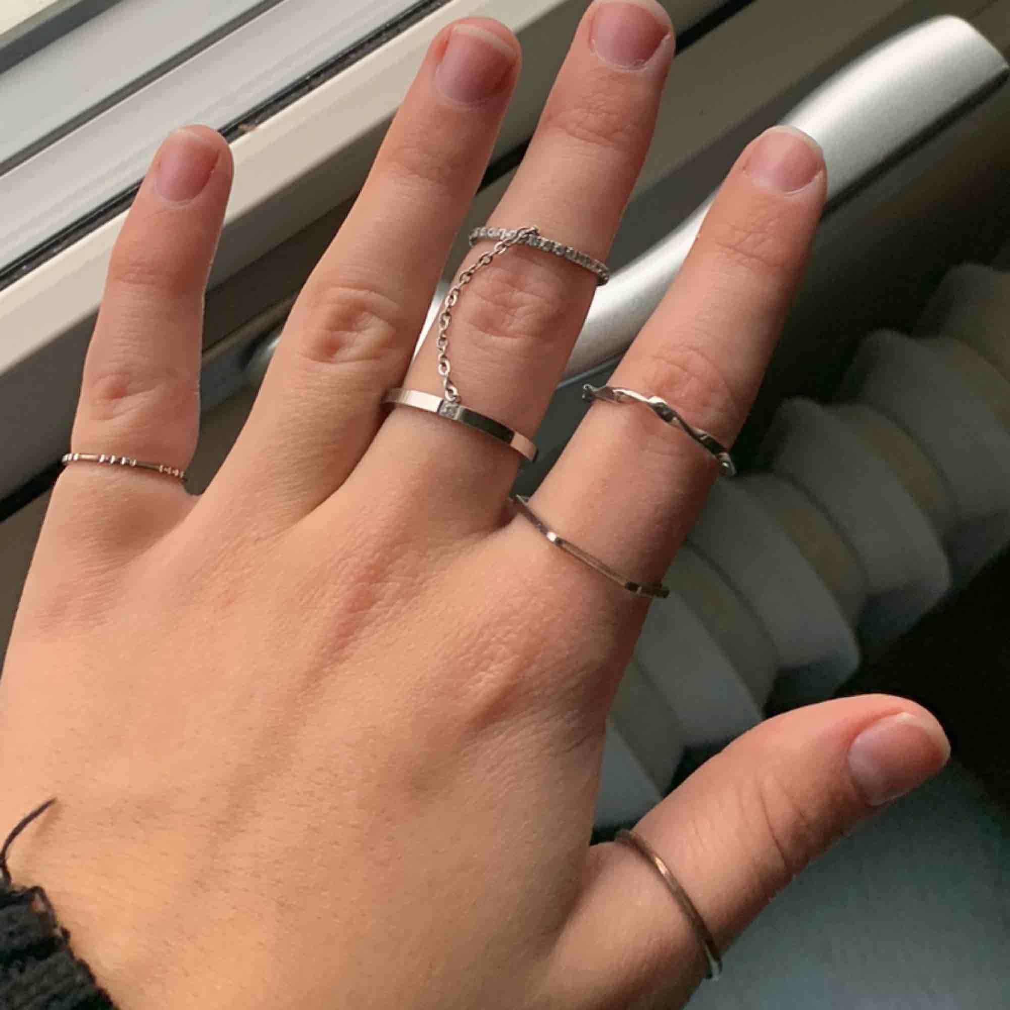 15kr styck för dess ursnygga ringar! Köparen står för frakten! Kan bli billigare om man köper fler än en. . Accessoarer.