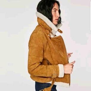 Fin vinter eller höstjacka i äkta skinn köpt på Zara för två år sedan. I storlek S. Köparen står för frakten☺️