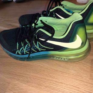 Skitsnygga Nike air Max skor. De är sparsamt använda och köpta i USA då de inte går att få tag i här i Sverige.