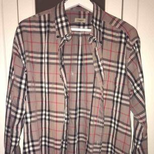 Burberry skjorta köp på humana, storlek lx men liten i storleken