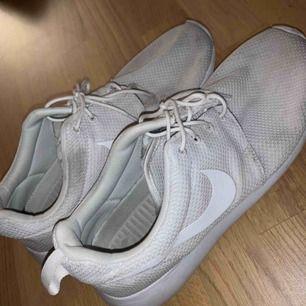 Sköna Nike Roshe One skor.