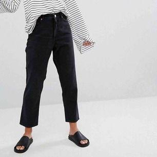 Säljer mina croppade mom jeans från monki