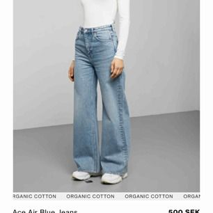 Jeans från Weekday i modellen Ace, bra skick och inga skador. Frakten ligger på 73kr 💛