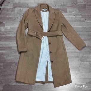 Superfin ljusbrun kappa från H&M, varm då den är 48% ull! Mer som en 36a!