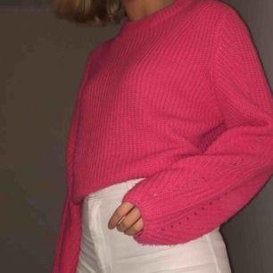 Stickad tröja i neonrosa⚡️⚡️⚡️ kan mötas upp i Linköping eller frakta, köparen belastar frakten!!