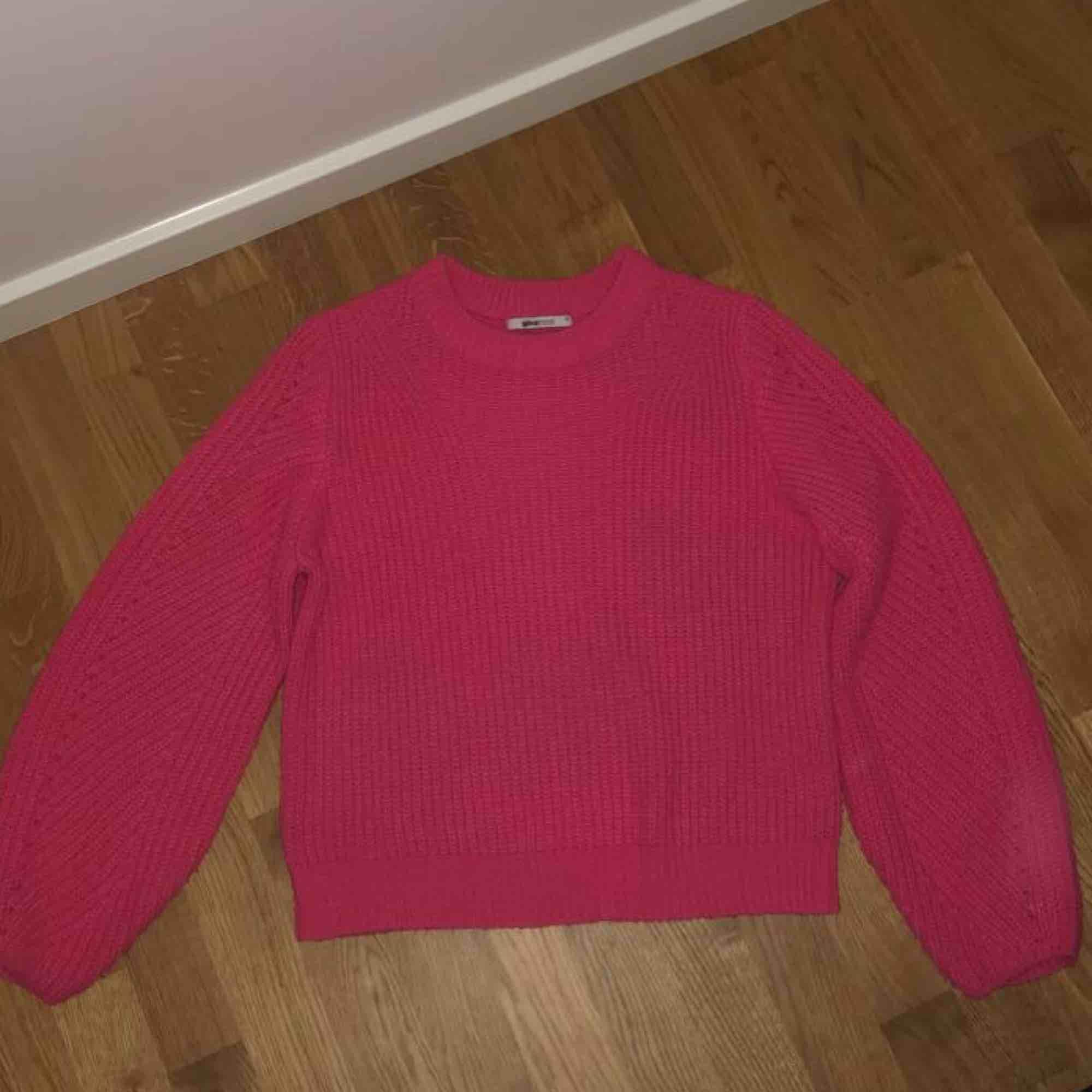 Stickad tröja i neonrosa⚡️⚡️⚡️ kan mötas upp i Linköping eller frakta, köparen belastar frakten!!. Stickat.
