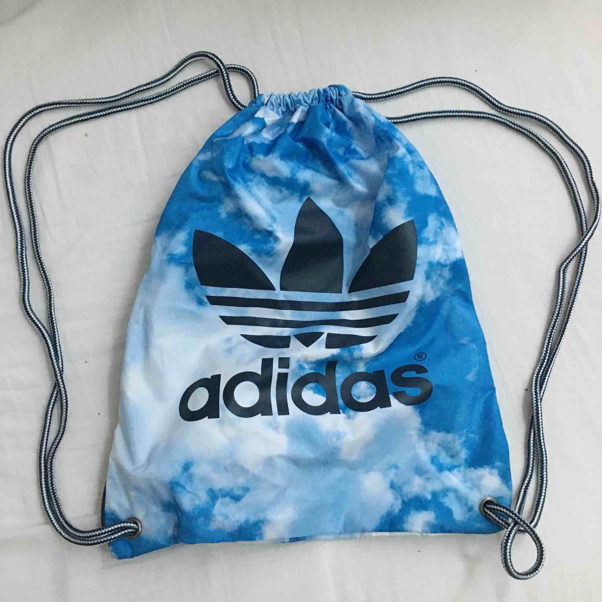 Adidas originals gympåse! jättebra skick, näst intill oanvänd.. Väskor.