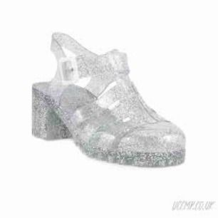 Helt oanvända jättesöta jelly shoes från Lilley jag fick i julklapp för några år sen. Storlek 40 men skulle passa någon med aning mindre storlek. Pris kan diskuteras!