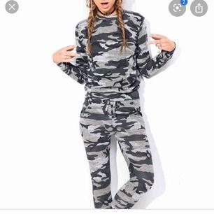 Säljer mitt camouflage set från Madlady i fint skick, nypris var runt 499kr, säljer för 150kr Kan skickas mot fraktkostnad!
