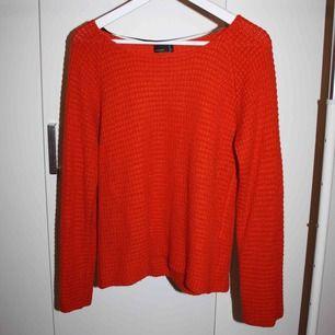 Orange stickad tröja