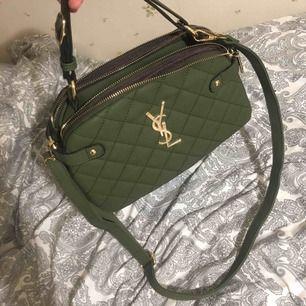Säljer en jätte fin YSL väska  Använt 1 gång