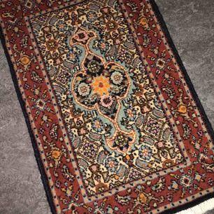 Jättefin liten äkta persisk matta,bred34 längd68
