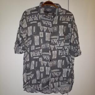 Kortärmad vintageskjorta i storlek xxl men passar också mindre