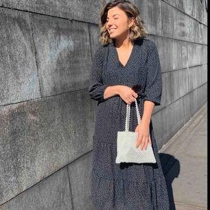 Trendig klänning i storlek 36! Passar till sommaren eller till vintern med ett par snygga jeans under 😀