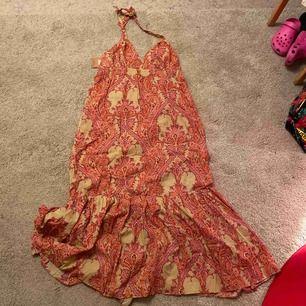 Jättefin klänning från Barfota ( helt Ny) nypris 999kr. 100% cotton. Frakt spårbart 65kr. Välkomna
