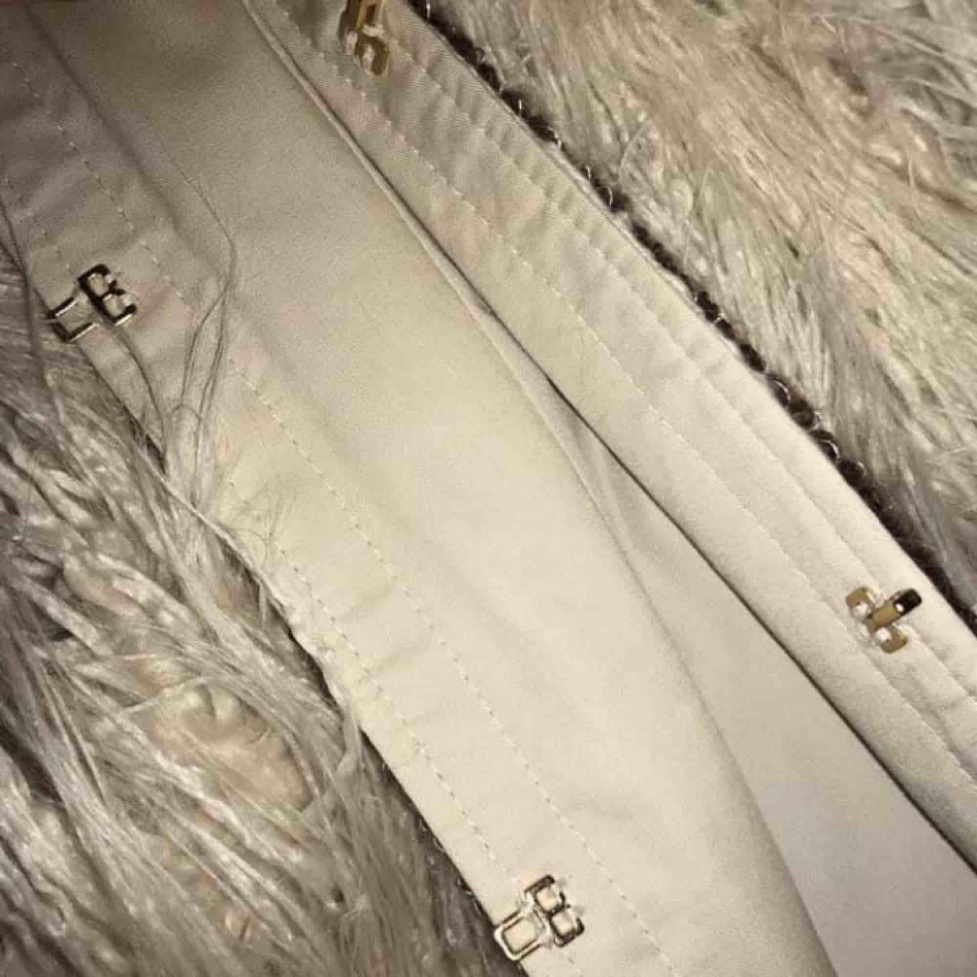 Fantastiskt fin fluffig jacka från Zara, använd ett fåtal gånger.  Strl M men passar även mig som är S. Jackor.