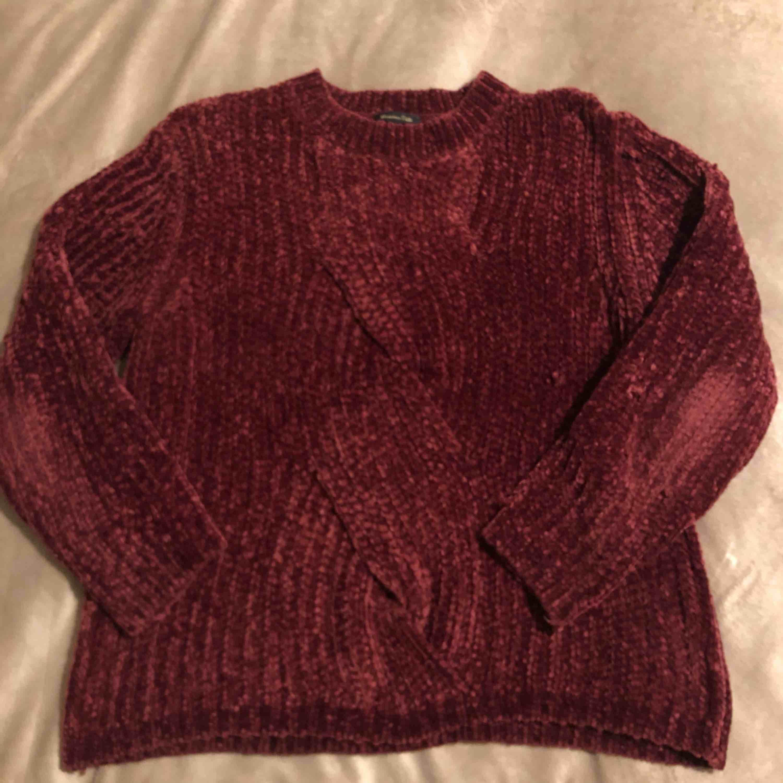 Stickad varm tröja från Massimo Dutti. Använd ca 3-4 ggr.   Köparen står för frakt.. Stickat.