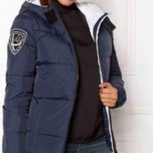 Blå dbrand jacka, knappt använd säljer eller byter mot en svart
