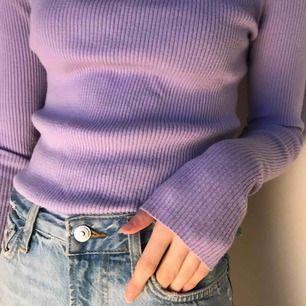 Lila tröja Jättemjukt material Används inte längre Passar både XS/S, stretchig