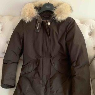 Hej säljer nu min woolrich i storlek M köpt 2018 använd en vinter den är hel och fin finns i Haninge pris 3500 priset går att diskutera vid snabb affär