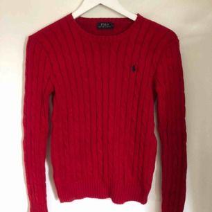 Kabelstickad tröja ifrån Ralph Lauren, nyskick eftersom att den nästan aldrig är använd. Frakt tillkommer!