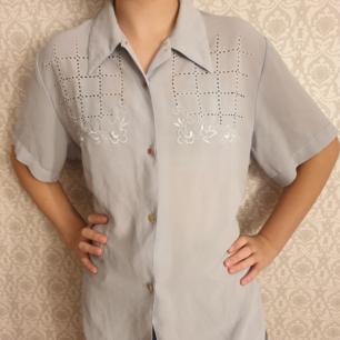Vintage blus köpt secondhand. Kan fraktas