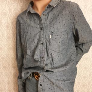Levis skjorta i jeans. Aldrig använd. Kan fraktas