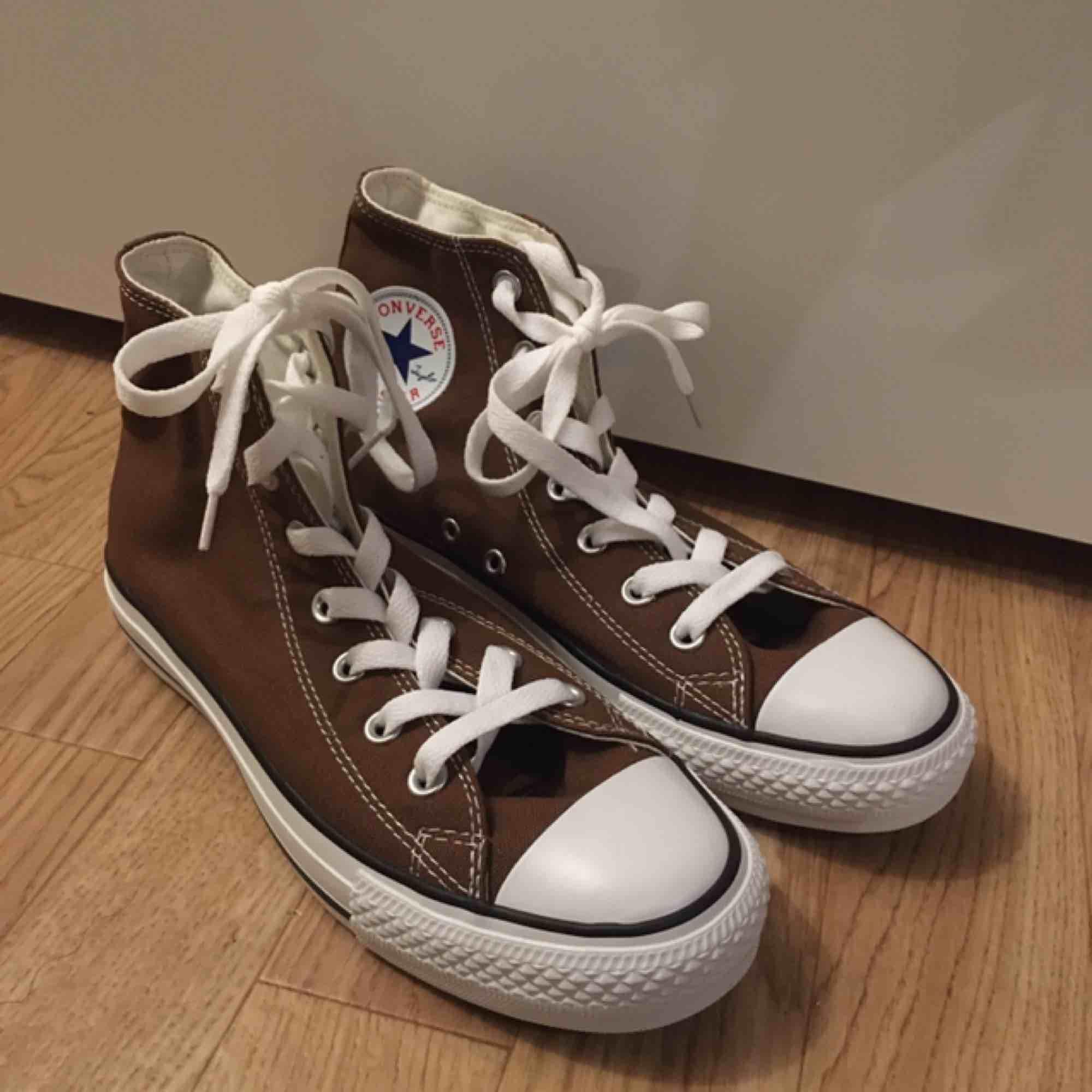 Nya Converse, låda finns kvar. Kan skickas mot porto💚. Skor.