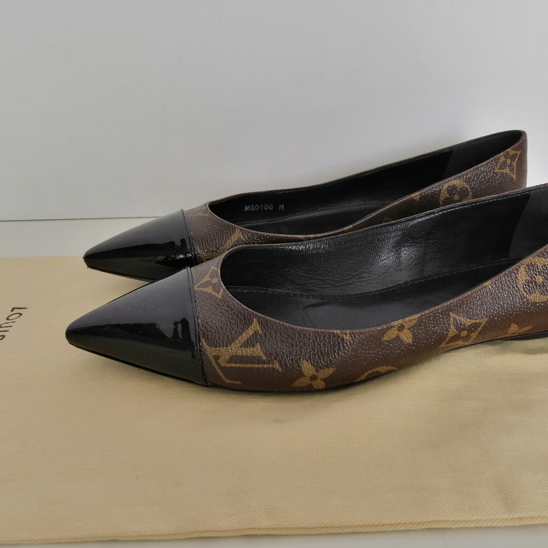Louis Vuitton Patent Monogram Fetish Ballerina, very good condition, !!! there is a small defect,look the last pics, dustbag size 37, insole 24cm, date code MA0166 M write me for more info. Skor.