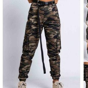 Skitsnygga camouflage byxor från madlady💓
