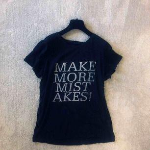 Oversized t-shirt för tjej men köptes ifrån herr, storlek M. Skön kvalité, 100% bomull