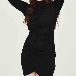 Säljer en klänning som jag köpte för ett år sedan från Gina tricot. Har endast använt den vid ett tillfälle. Säljs pga den används inte. Frakten är inräknad.