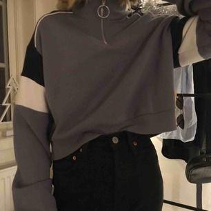 En skit snygg tröja i väldigt bra skick! Köpt för 250 säljer för 50!🤩🤩
